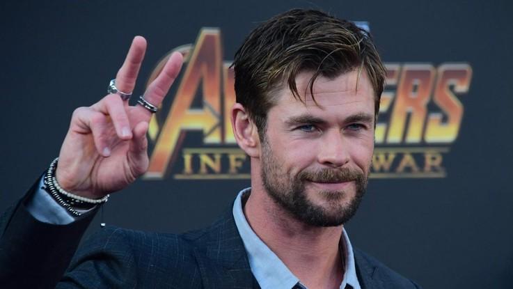 """Miley Cyrus secondo Chris Hemsworth: l'imitazione di """"Thor"""" è irresistibile"""