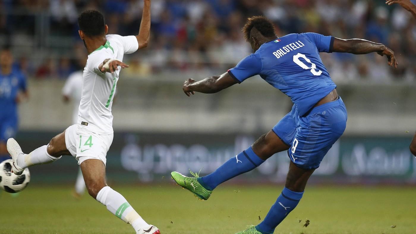 L'Italia vince con brivido finale: Balotelli-Belotti gol, Arabia ko 2-1