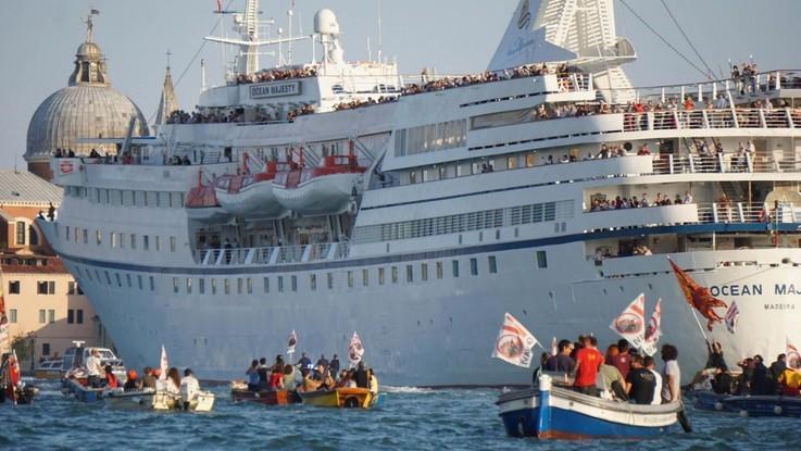 Turismo, Venezia città più sovraffollata al mondo