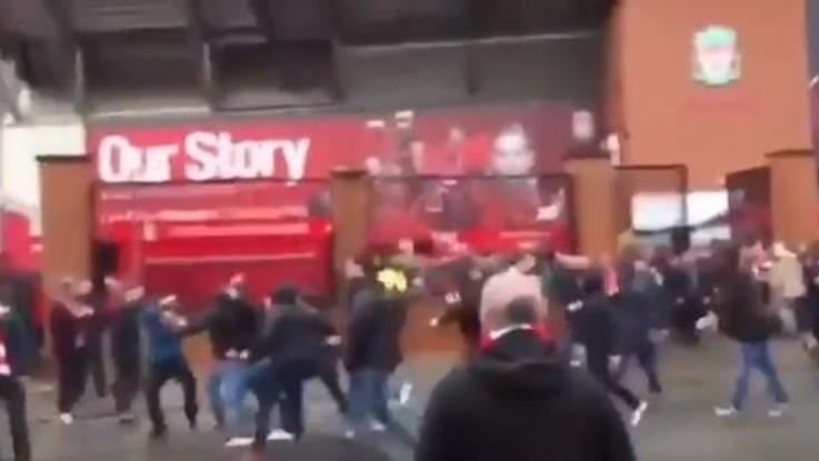 Champions, arrestati due tifosi della Roma a Liverpool: grave il supporter dei Reds aggredito