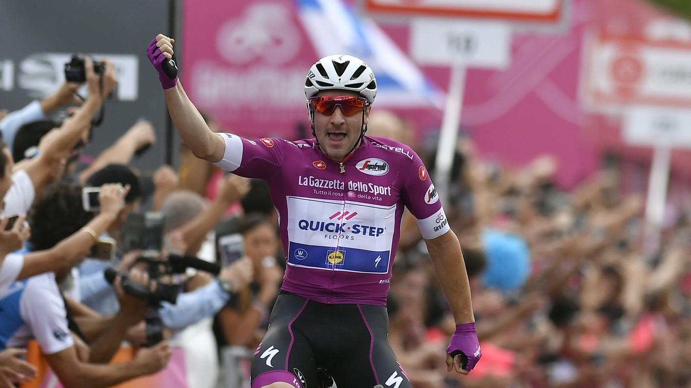 Giro d'Italia, Viviani concede il bis. Sprint imperiale a Eilat. E si torna in Italia