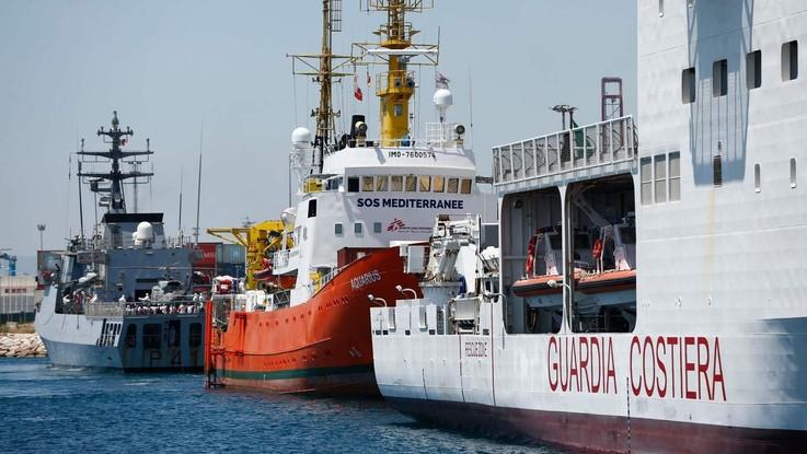 """Migranti, la nave Aquarius sbarca a Valencia. Salvini alla Spagna: """"Ne accolga altri 66mila"""""""