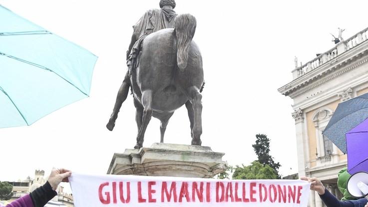 """Roma, Casa delle Donne: """"Negativo l'incontro con la sindaca"""". La battaglia continua"""