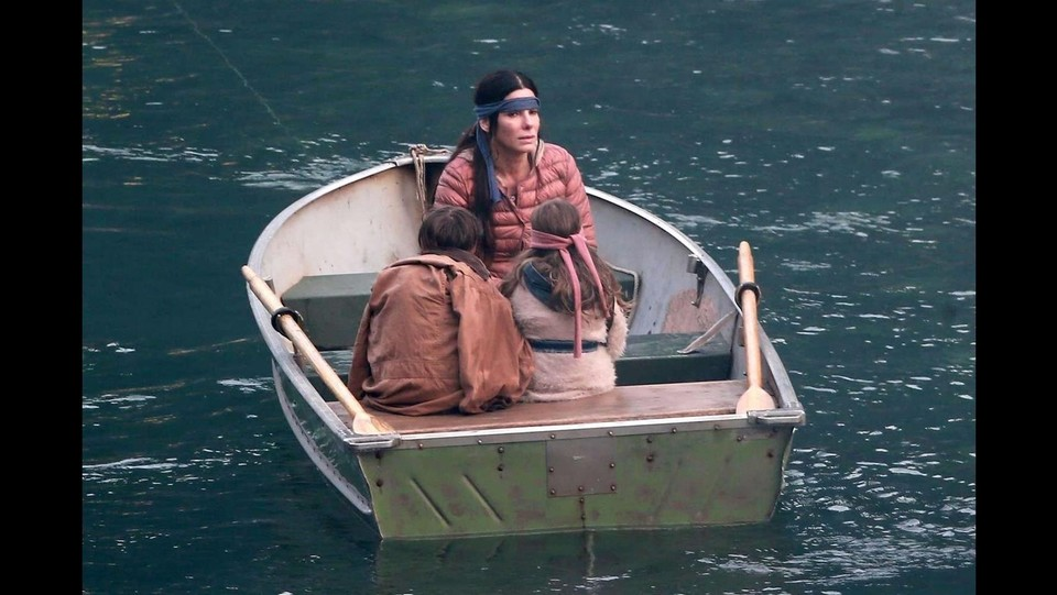 Sandra Bullock sul set del film Bird Box ©Backgrid/LaPresse