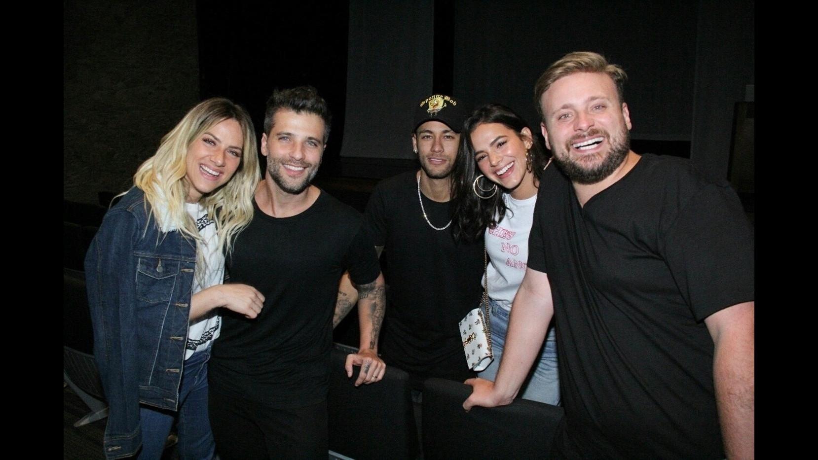 Neymar e i baci appassionati a Bruna Marquezine