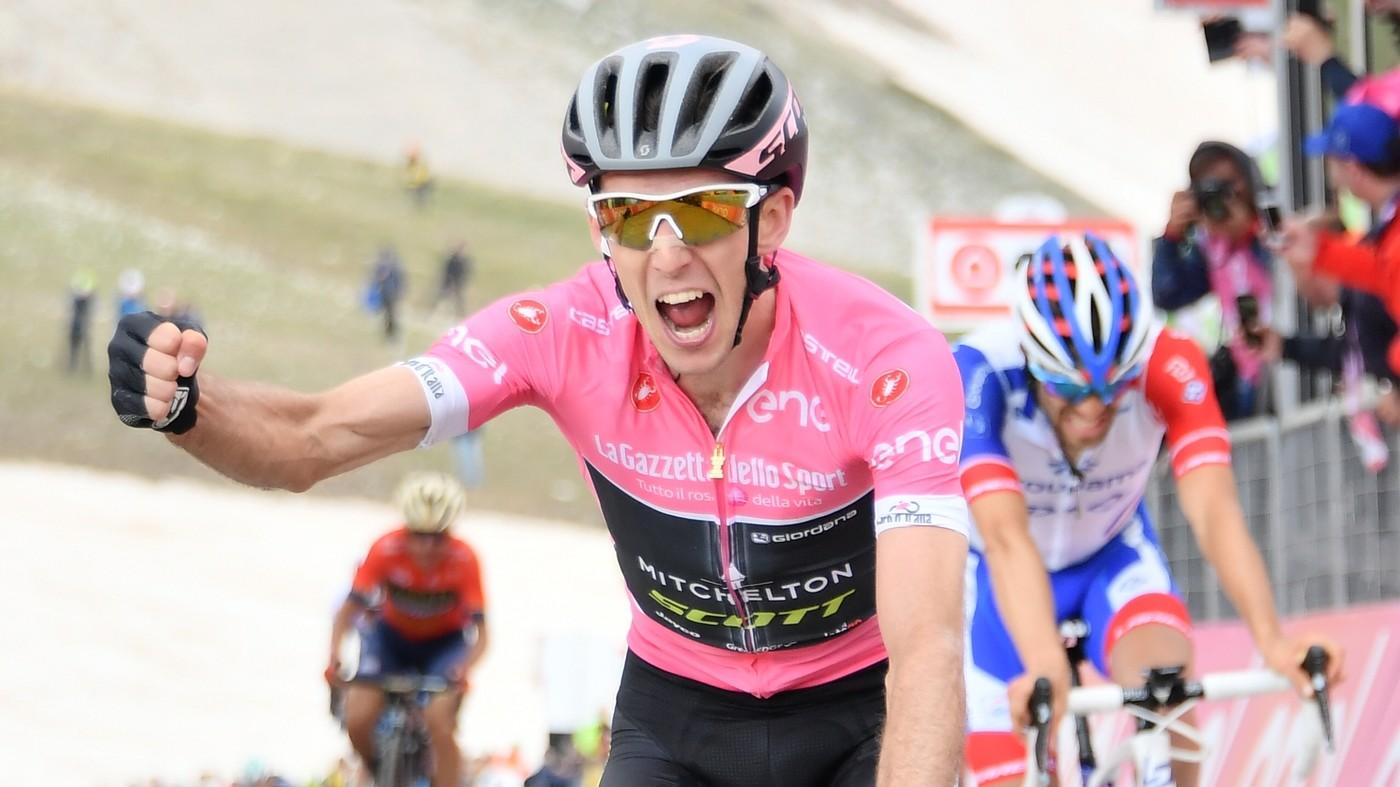 Giro d'Italia, la nona tappa. Yates trionfa al Gran Sasso   Fotoracconto
