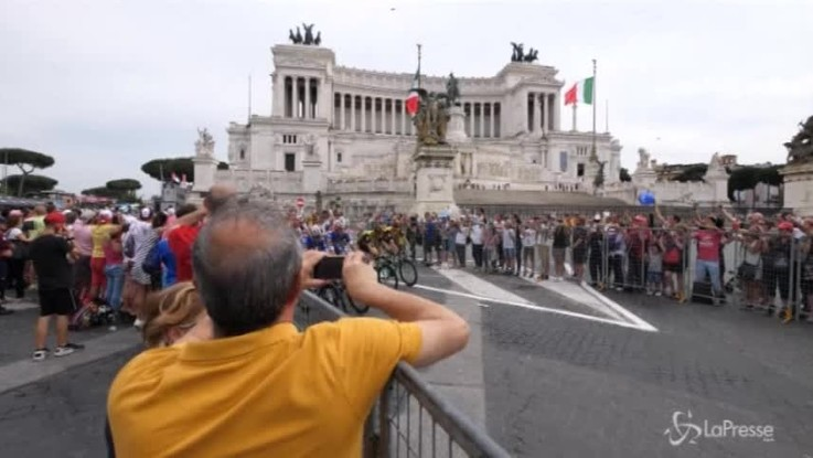 Froome è il primo britannico a vincere il Giro d'Italia