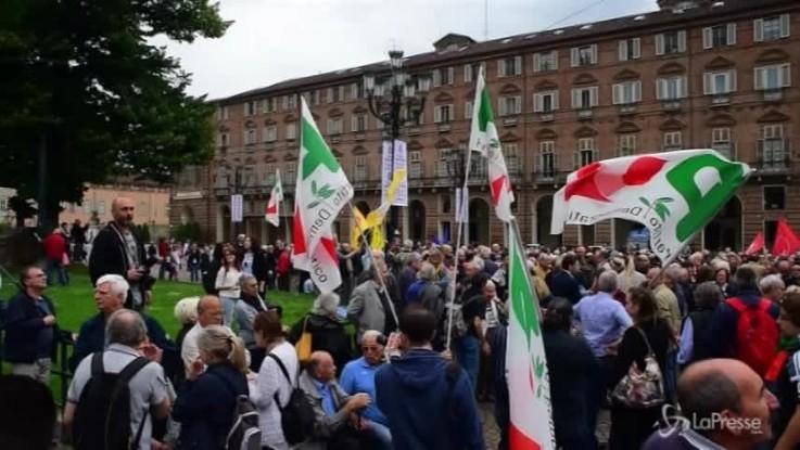 Torino, il Pd in piazza a sostegno di Mattarella