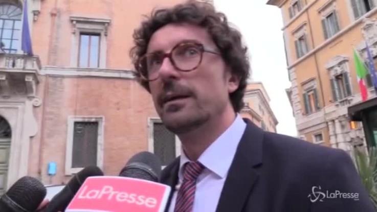 """Governo, Toninelli: """"Nessuno in Aula darà la fiducia a Cottarelli"""""""