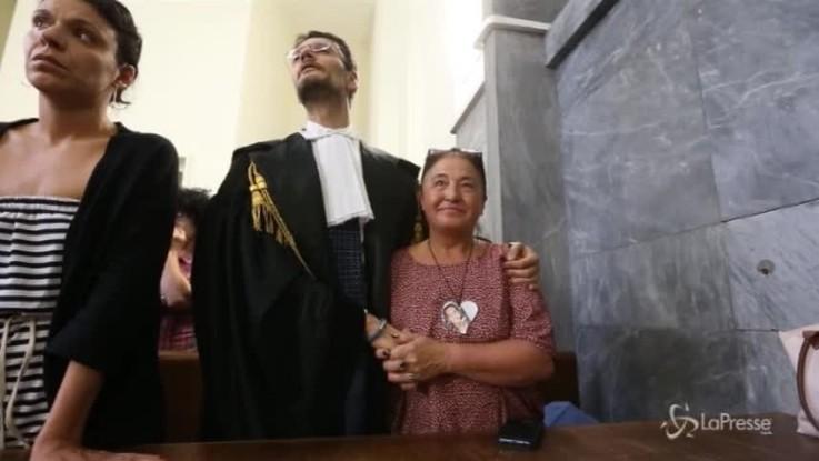 Caso Uva, sorella stringe la mano al sostituto pg durante la sentenza