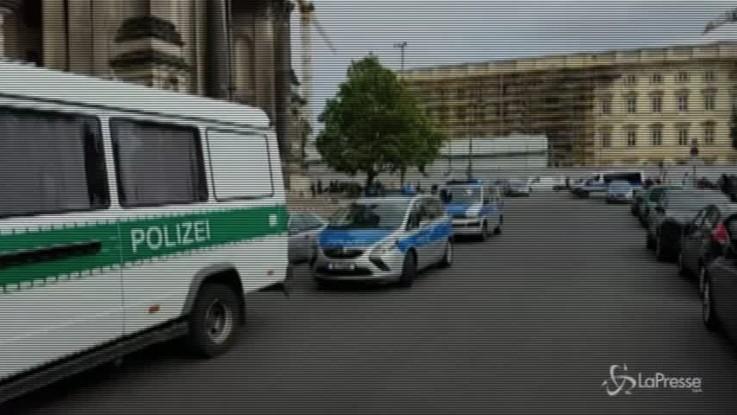 Berlino, spari nel duomo: due feriti
