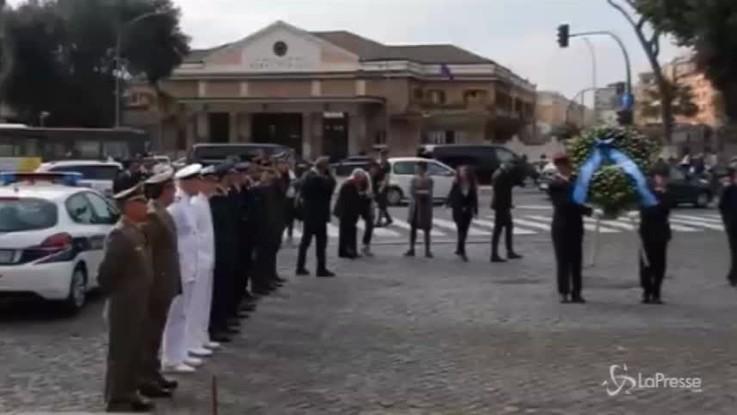 Liberazione Roma, Raggi depone corona per i caduti