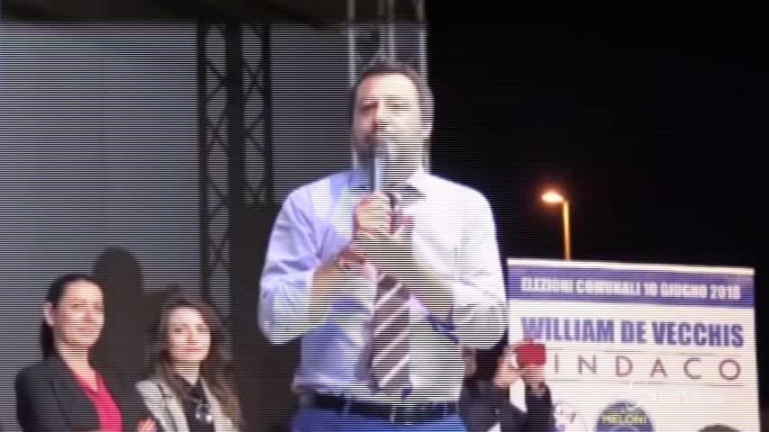 """Coppie gay, Salvini: """"Ogni bambino deve avere una mamma e un papà"""""""