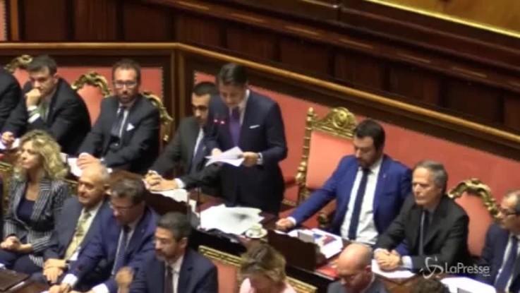"""Conte parla di corruzione e scatta il coro: """"Fuori la mafia dallo Stato"""""""
