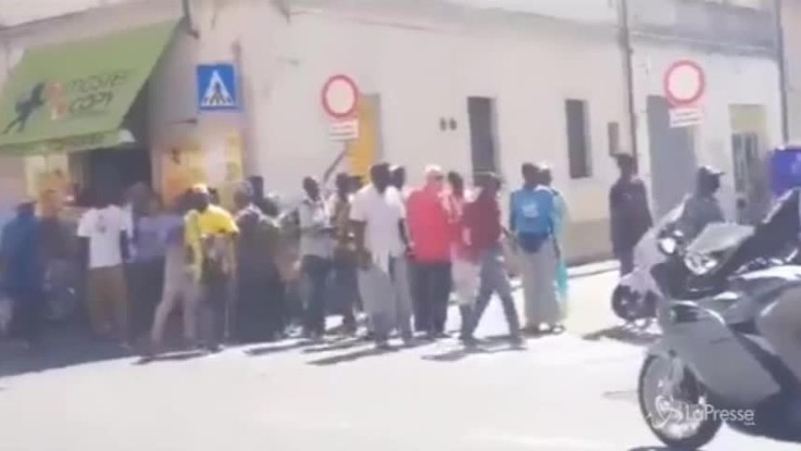 Pisa, carabiniere aggredito da venditori ambulanti