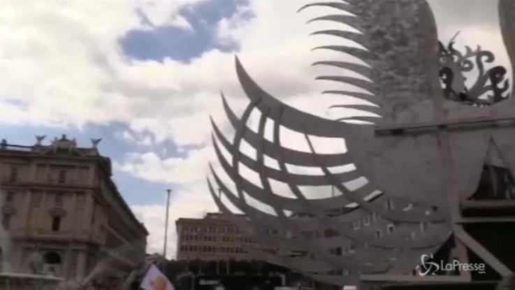 """Gay Pride Roma, Imma Battaglia e Eva Grimaldi al ministro Fontana: """"La famiglia è dove c'è amore"""""""