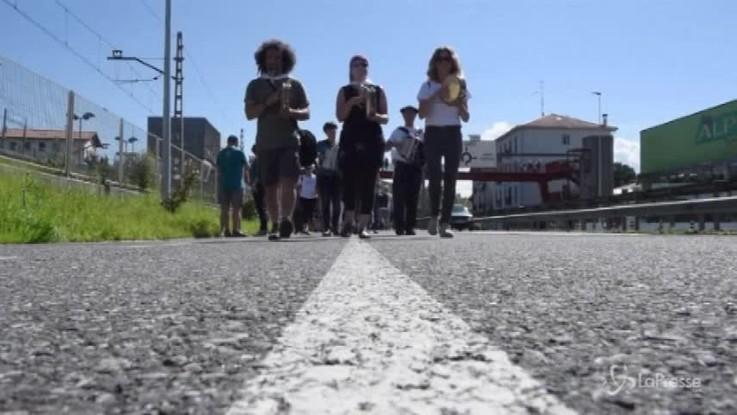 Spagna, la catena umana degli indipendentisti baschi