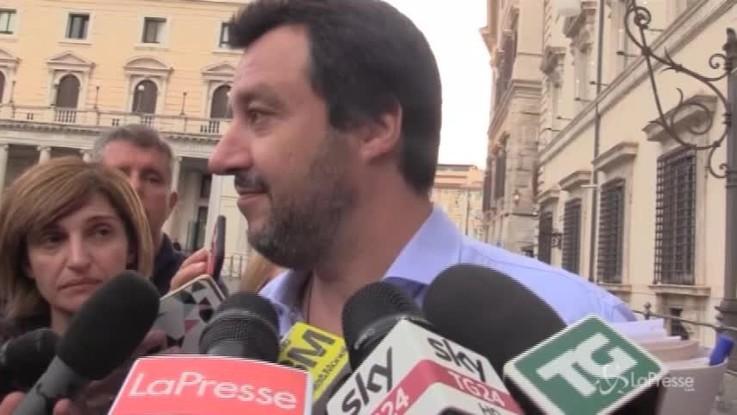 """Salvini: """"Sono coerente con il Vangelo, in tasca ho il rosario"""""""