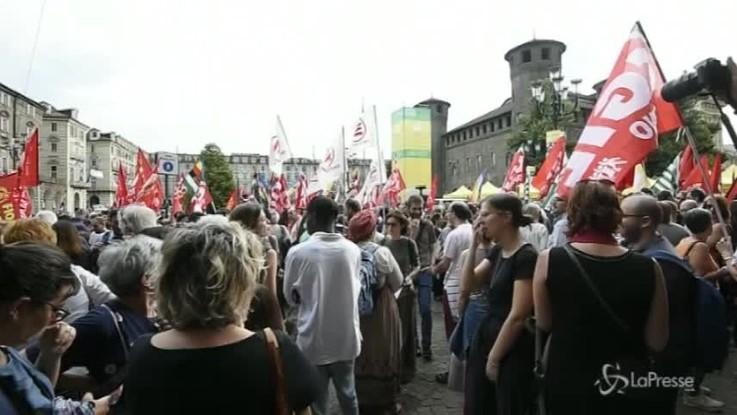 """Aquarius, anche a Torino il corteo """"Aprite i porti"""""""