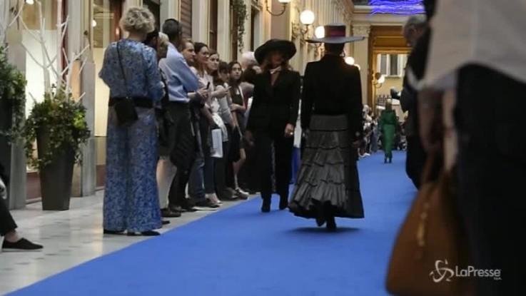 """""""Da Parigi a Marrakech"""", a Torino la sfilata con gli abiti di Yves Saint Laurent"""