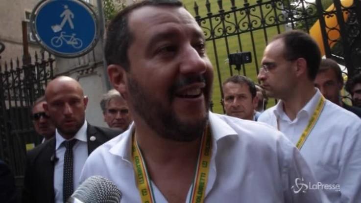 """Salvini: """"Pronti a bloccare barconi con cibo avvelenato"""""""