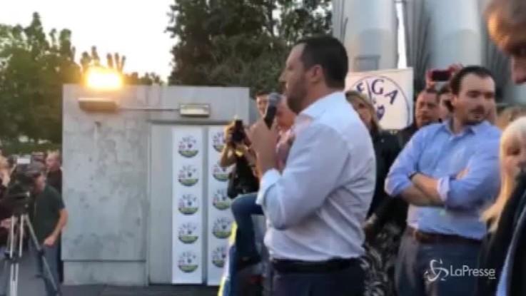 """Salvini: """"Chi ci attacca? Una squadra di calcetto di sfigati: Saviano, Corona, Balotelli"""""""