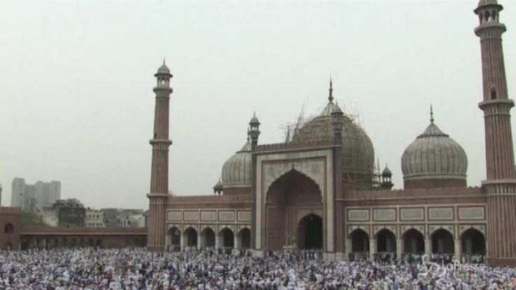 Fine Ramadan, la festa nella moschea di Jama in India
