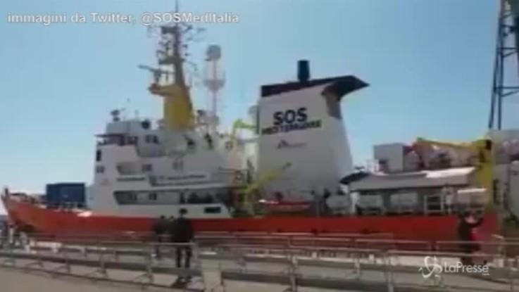 Valencia, l'applauso dei soccorritori agli eroi di Aquarius