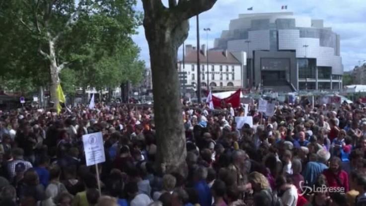 Solidarietà ai migranti: la marcia di Parigi