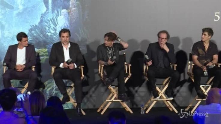 Prima pelle e ossa, poi annulla le uscite: mistero sulla salute di Johnny Depp