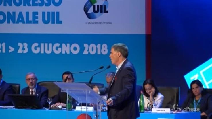 Standing ovation per Palombella e Di Maio riceve l'elmetto