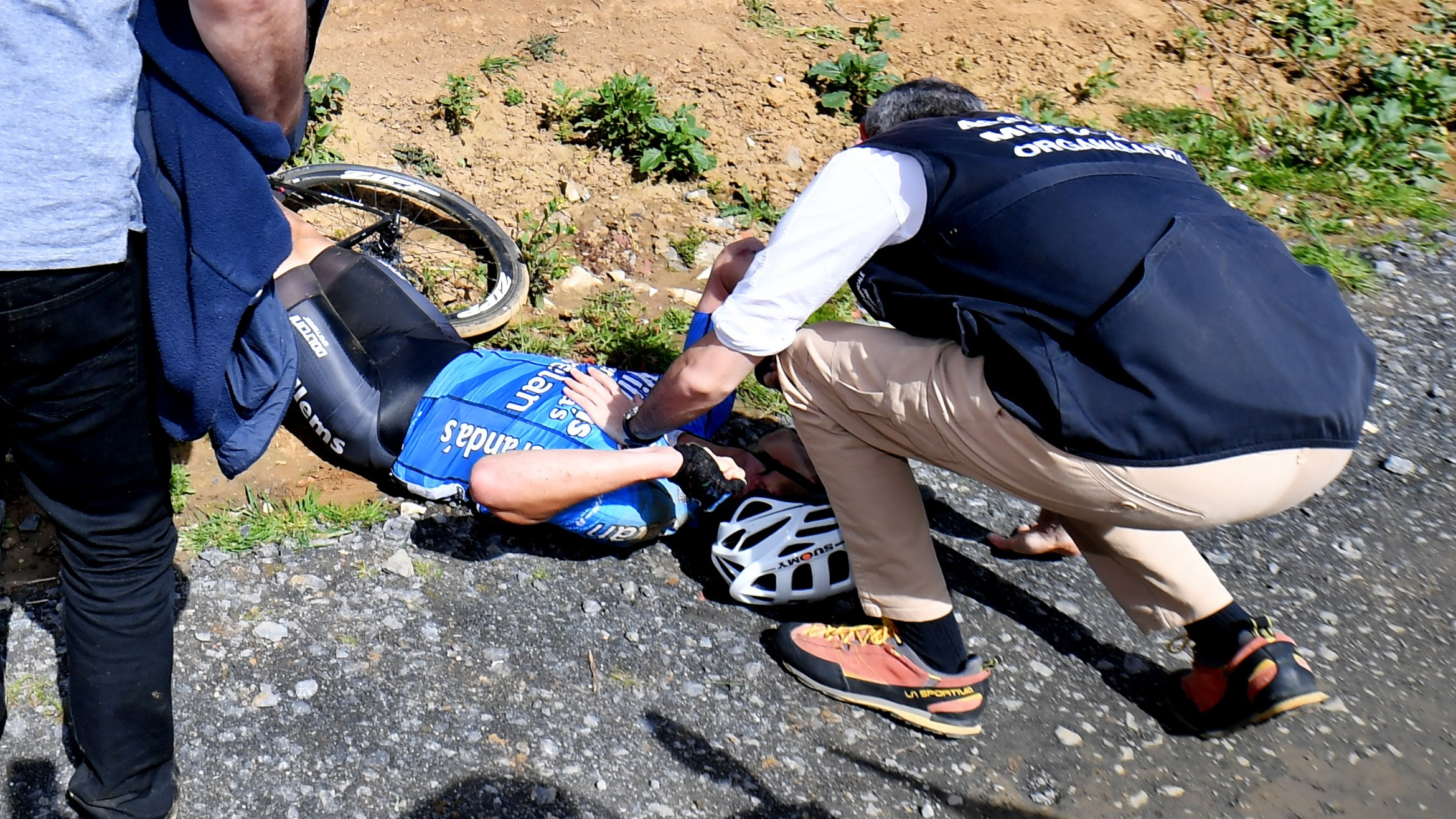 Tragedia alla Parigi-Roubaix. Muore d'infarto il belga Goolaerts