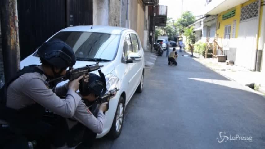 Nuovo attacco kamikaze in Indonesia, 10 feriti