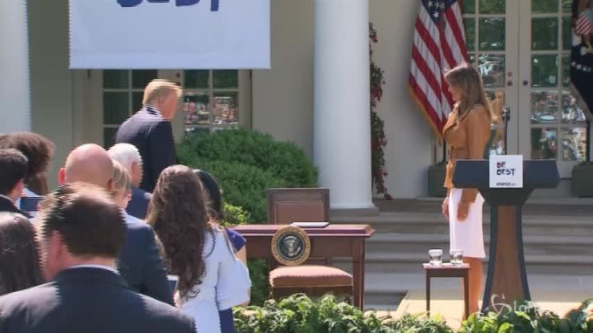 """Melania Trump operata al rene. La Casa Bianca: """"Sta bene"""""""