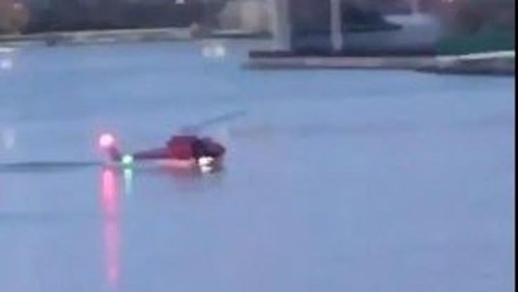New York, elicottero turistico cade nell'East River: 5 morti