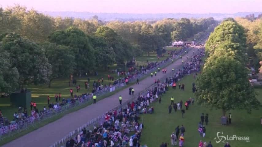 Royal Wedding, in migliaia lungo la strada della processione