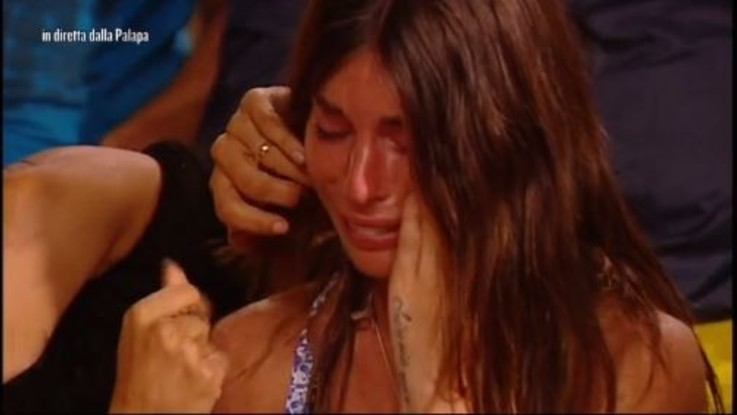 Isola dei Famosi, le lacrime in diretta di Bianca Atzei per Max Biaggi