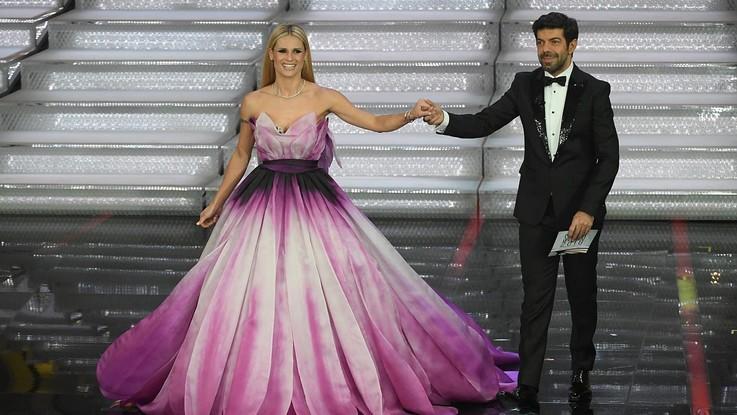 """Sanremo 2018, la dolce dedica di Favino a Michelle Hunziker: """"Sei la mia luce"""""""