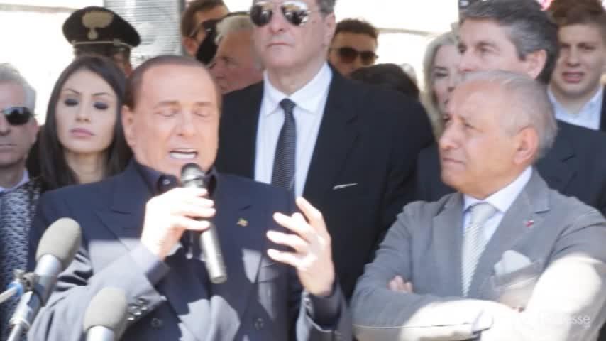 """Berlusconi: """"Il M5s non è un partito, è una setta"""""""
