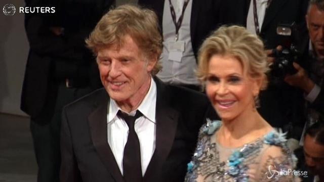 Festival Venezia, Robert Redford e Jane Fonda sul red carpet