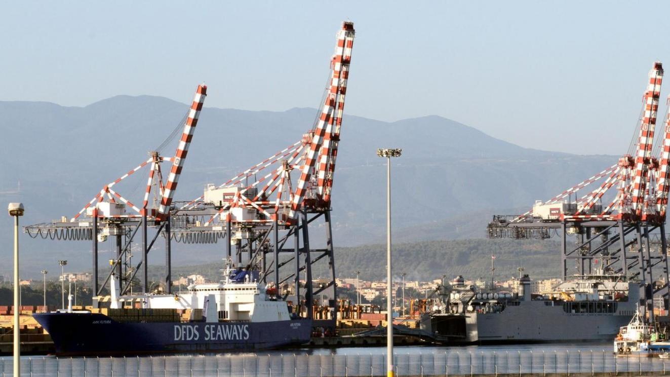 Istat, frena l'export a luglio (-1,4%). Bene sull'anno (+5,1%)