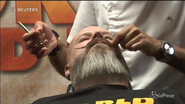 Svezia, una gara a colpi di forbici per festeggiare il World Beard Day