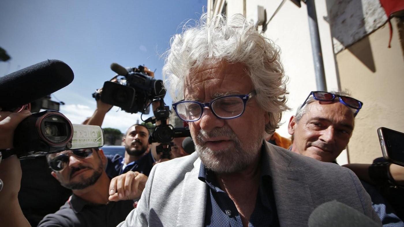 M5S, Grillo a Rimini: Primarie confronto tra persone, non correnti. Fico giù dal palco
