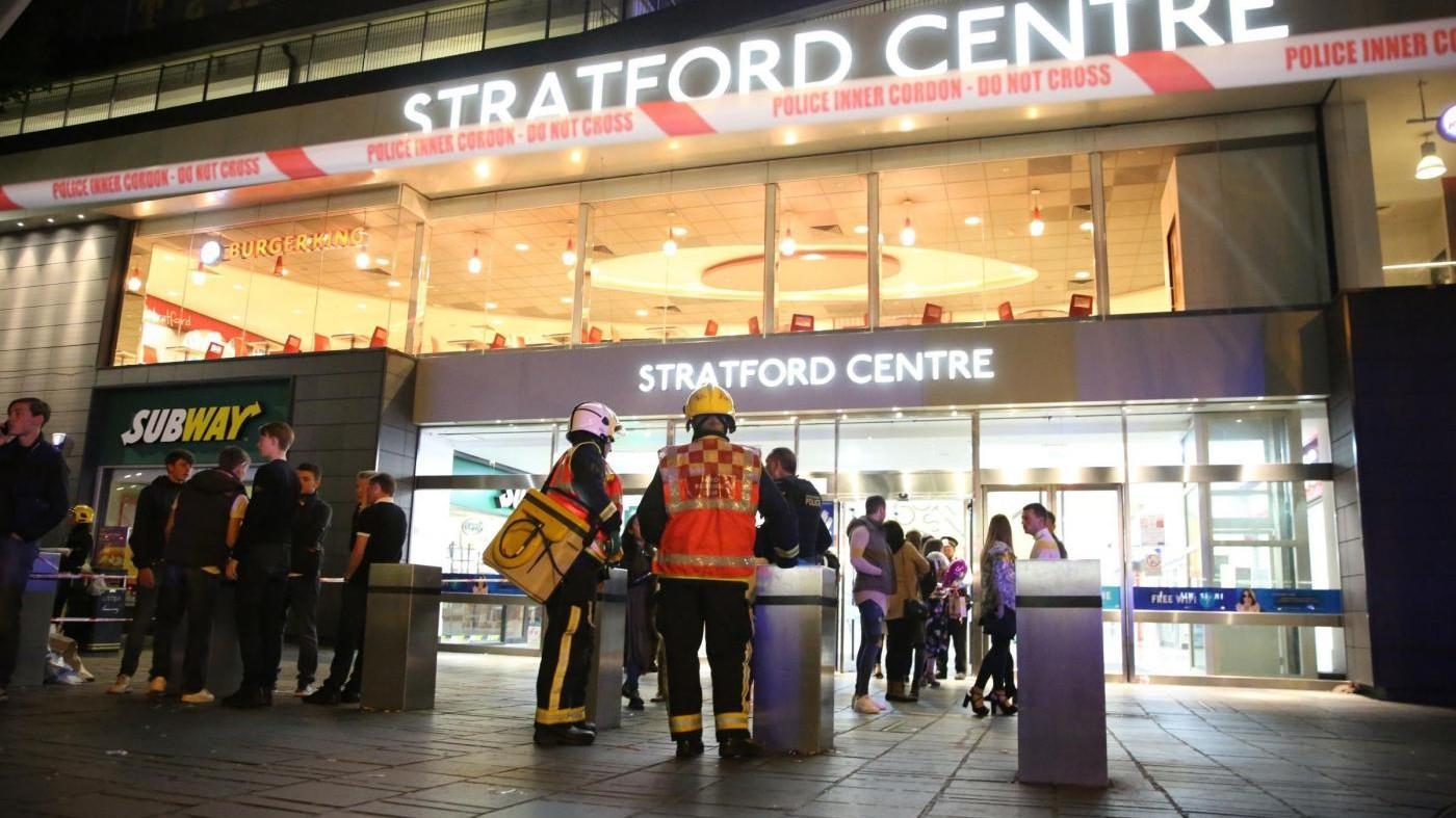 Londra, arrestato un 15enne per presunto attacco con acido: 6 feriti