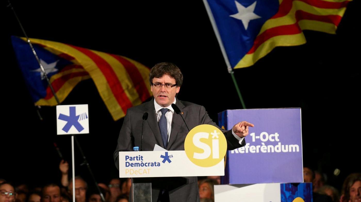"""Catalogna, Puigdemont: """"Violenza non è mai stata né sarà un'opzione"""""""
