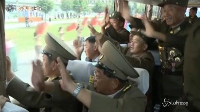 Nord Corea: la folla saluta gli ingegneri del test nucleare