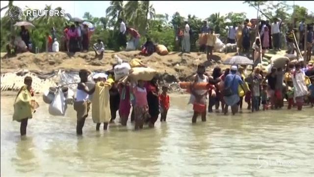 Centinaia di Rohingya arrivano nel sud del Bangladesh