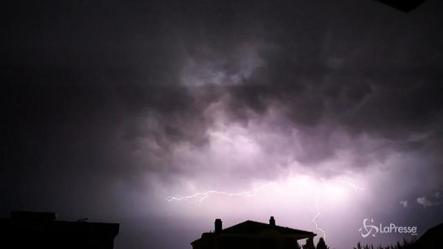 Macedonia, la tempesta elettrica squarcia il cielo