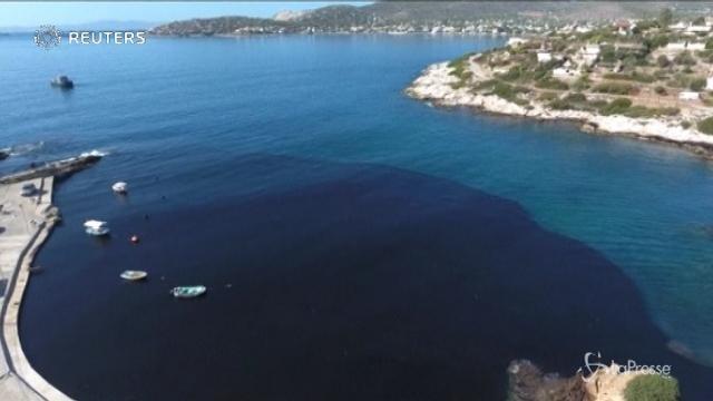 Petrolio in mare, disastro ambientale a Salamina