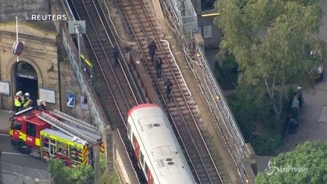 Londra: ordigno esplode in metro, diversi feriti